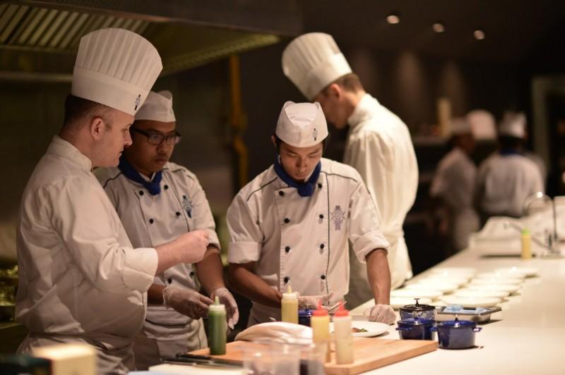 蓝带国际厨艺学院吸引了不少年轻才俊前来学艺,培育了许多餐饮及礼待领域的人才。