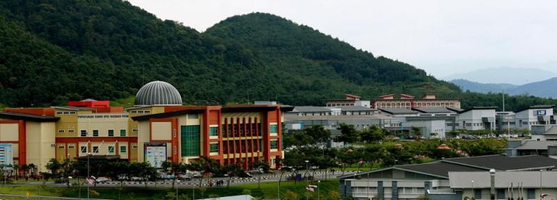 Pauh Putra 校园即将被打造成玻大的主要校园。该校园的部分建筑工程已经竣工,目前已有五个工程系学院的学生在该校园上课,预计未来玻大的各科系学院也将陆续迁入此校园。