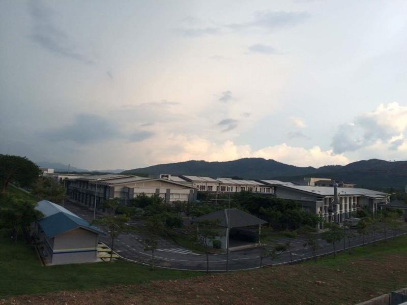 位于永久地契Pauh Putra校园跟GetSol有限公司合作,安装了能够储蓄多达一兆瓦太阳能的太阳能板,再将之售卖给国家能源有限公司(Tenaga Nasional Berhad)。