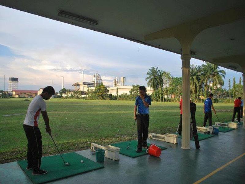 敦大校园有高尔夫球场,提供了敦大生免费体验打高尔夫球的大好机会。