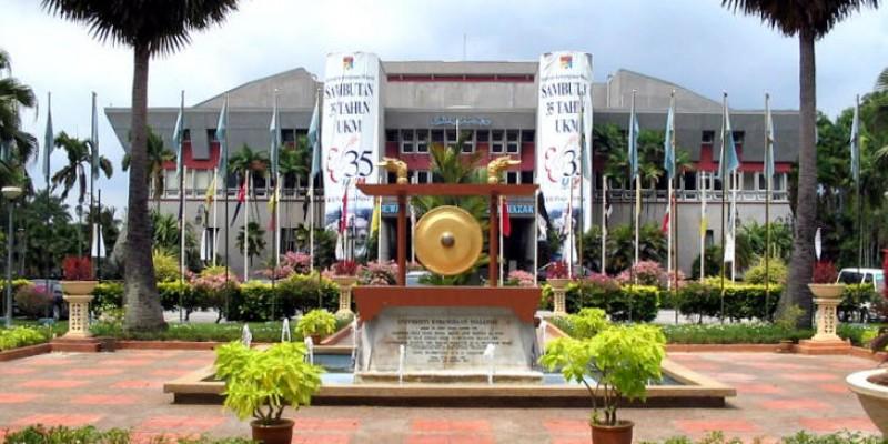 敦阿都拉萨大礼堂(Dewan Canselor Tun Abdul Razak,DECTAR)是国大历史最悠久且最大的礼堂,也是国大最具代表性的建筑物。每年都会有多不胜数、大大小小的活动在此进行,其中包括新生宣誓仪式、毕业典礼等。