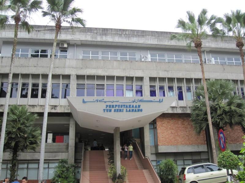 国大的图书馆(Perpustakaan Tun Sri Lanang)是东南亚最大且藏书量最多的大学图书馆,而且还有完善的电子书系统。此外,国大各学院内也设有四座中小型图书馆,如环境与马来文化图书馆、法律图书馆、Dr.Abdul Latiff图书馆和国大医院图书馆。