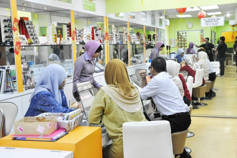 国大光学诊疗所是供光学系生临床实习的地方。 该诊所由马来西亚光学理事会认证的讲师和验光师负责监督。按照光学诊疗所提供的免费临床服务,可以分为初级眼科诊所、隐形眼镜诊所、低视力诊所、双眼视觉诊所、儿科诊所和视力治疗诊所。此外,诊所还有售卖眼镜、隐形眼镜和低视力辅助设备的零售店。