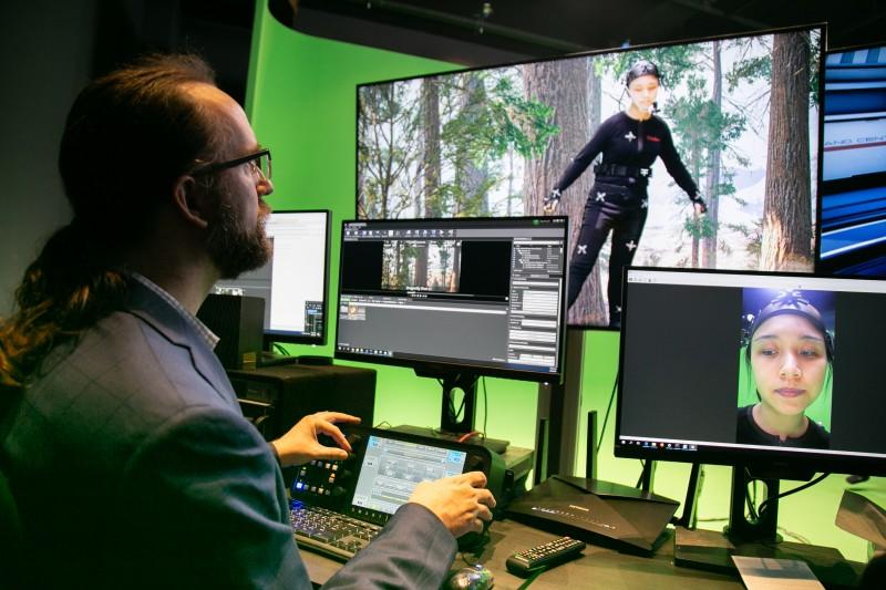 「全媒体大楼」的八楼为「动作捕捉虚拟摄影棚」,其高端的媒体制作设备与好莱坞片厂同步。