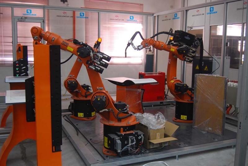 技大所设立的实验室都拥有高端设备,好让技大生能够享有足够的资源与良好的学习环境。图为技大的机器人与自动化实验室。