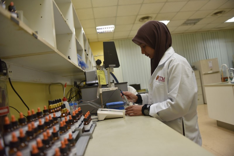 Lab research involves experiments conducted in a laboratory