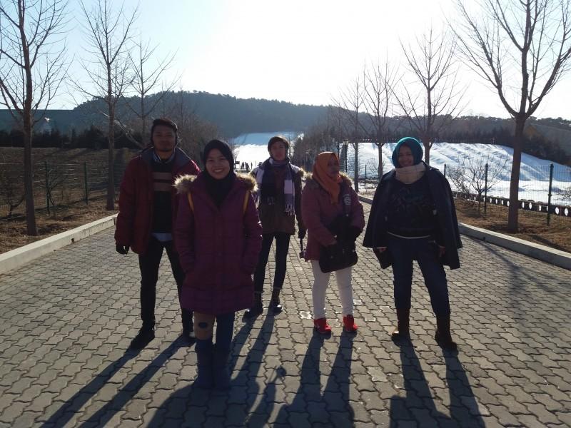 學生學習如何組團出国並取得實際經驗。