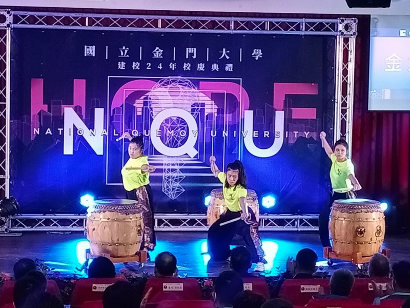 為傳承中華傳統民俗文化,國立金門大學培養僑生學習24節令鼓,並於校慶中演出