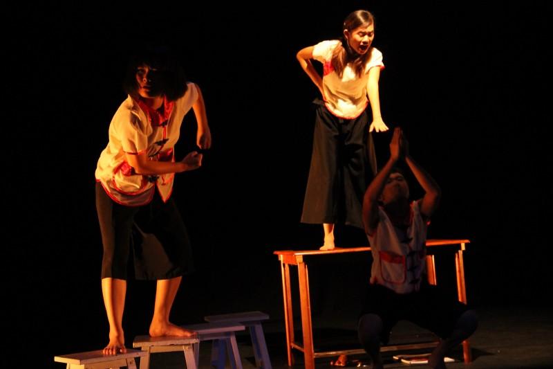 《三个小孩》本地深获好评的著名舞台剧,呈现马来西亚华教故事, 至今在国内外演出共135场。