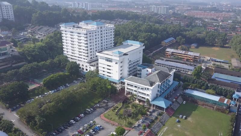 新纪元大学学院与董教总行政楼鸟瞰图