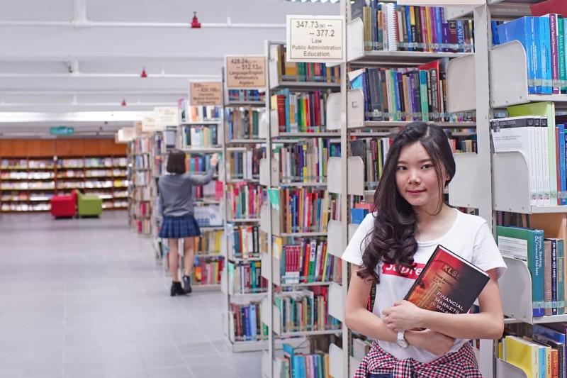 陈六使图书馆藏书丰富