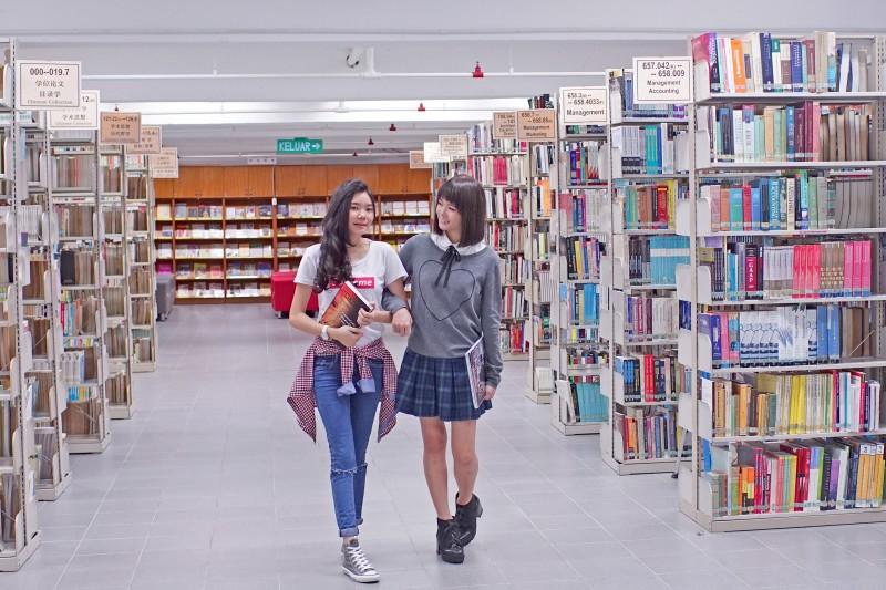 新纪元大学学院陈六使图书馆:知识的海洋