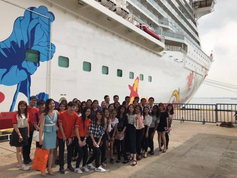 带领学生参观邮轮以了解邮轮内工作模式及运作模式。