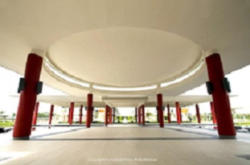 敦林良实礼堂的建筑庄严美观。