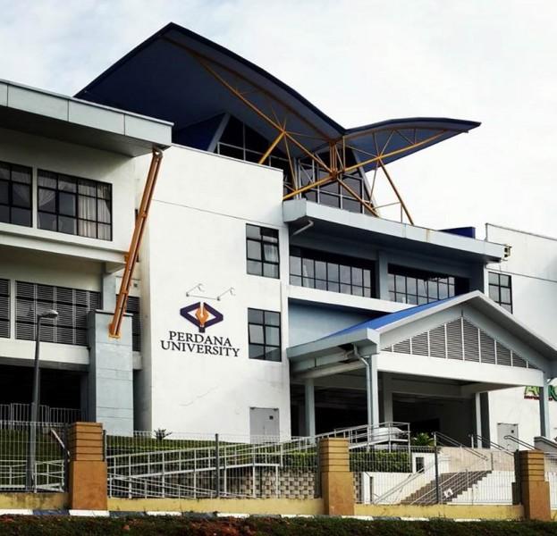 首要大学位于沙登, 距离吉隆坡仅25分钟车程。