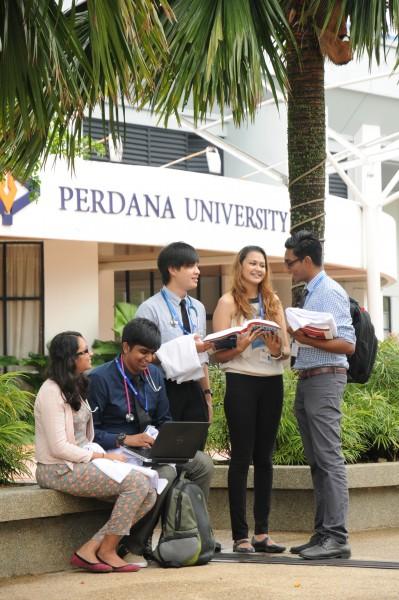 首要大学宽敞及充满绿意的校园,为悻悻学子提供良好舒适的学习环境。
