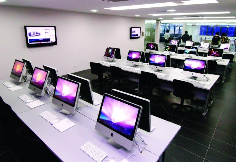 MIA 拥有完善的电脑配备 (MAC & PC) 和专业设计软件 (ABODE, AUTOCAD, etc),打造出优质的学习空间。