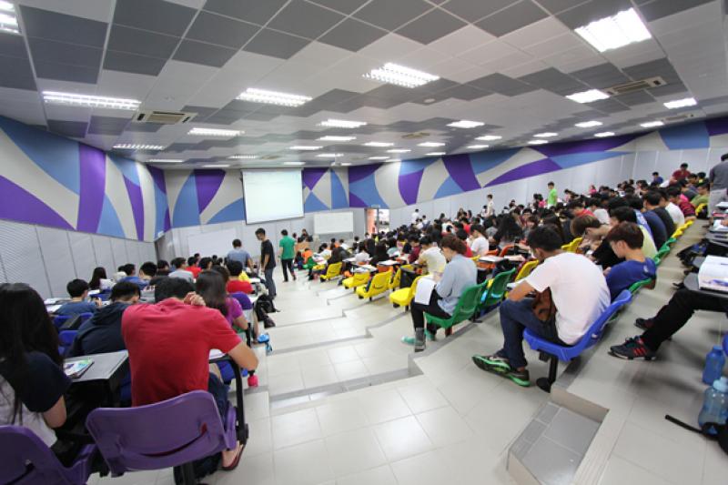 新颖及色彩缤纷的大学讲堂,为学生提供活力的学习环境。