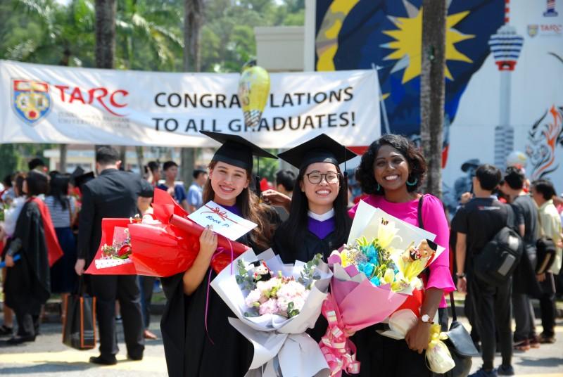 在2019年步入50周年里程碑的拉大学院培育超过200, 000名毕业生,其中许多是各行各业的杰出领导人。