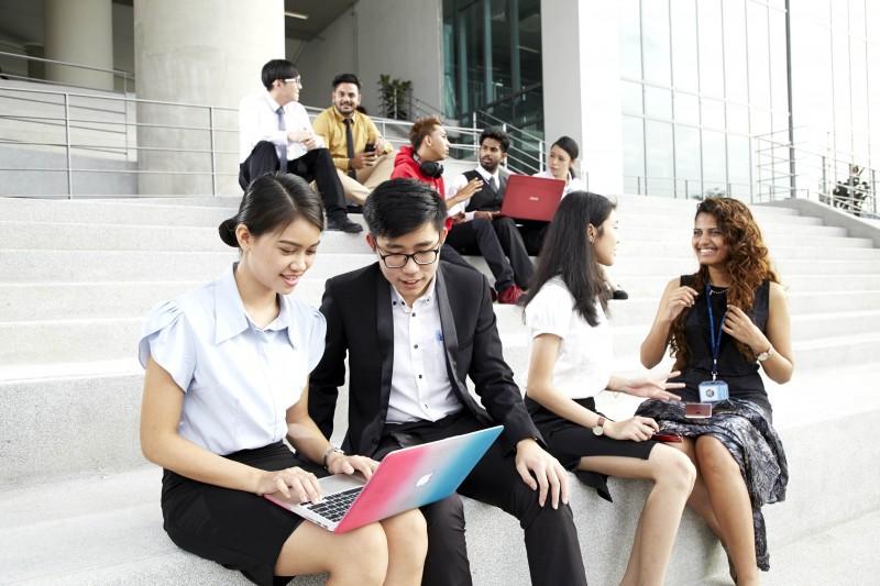 APU汇聚了来自世界逾130个国家的国际学生。