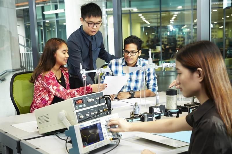 APU的课程以科技为核心,结合科技、革新与创意的教育是该大学的特色。