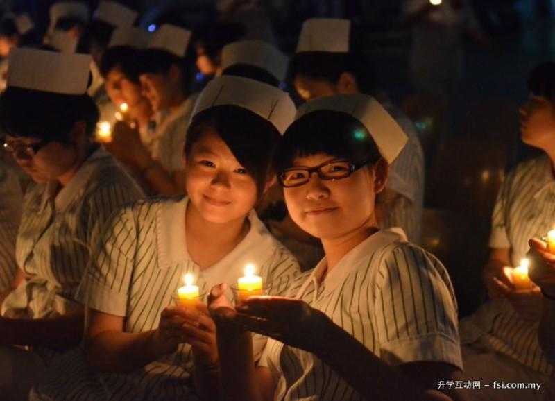 护理系毕业生毕业典礼,场面温馨动人。