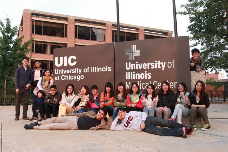 药学系学生前往美国伊利诺大学(University of Illinois at Chicago)药学院暑期交换