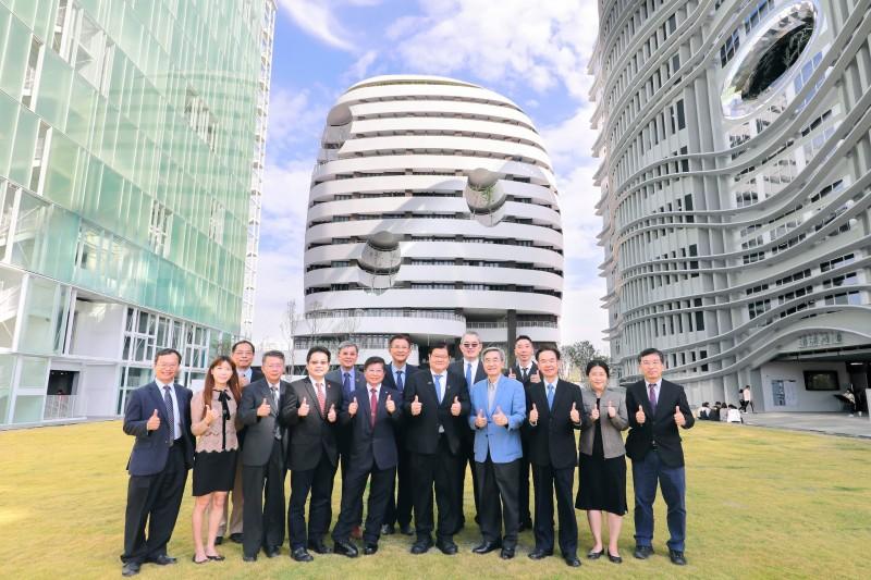 中國醫藥大學有世界頂尖的教授群