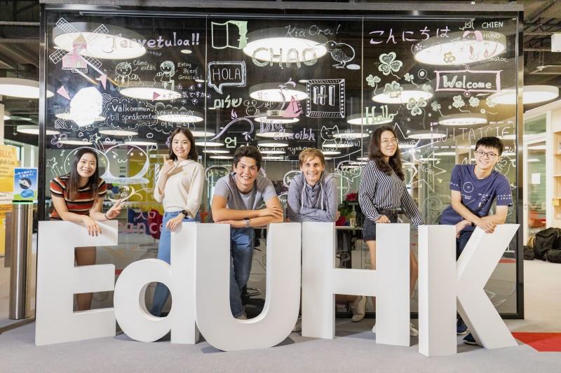 香港教育大学积极拓阔学生视野及知识,使其在各自领域发展成为具专业才能、关怀社群的国际公民。
