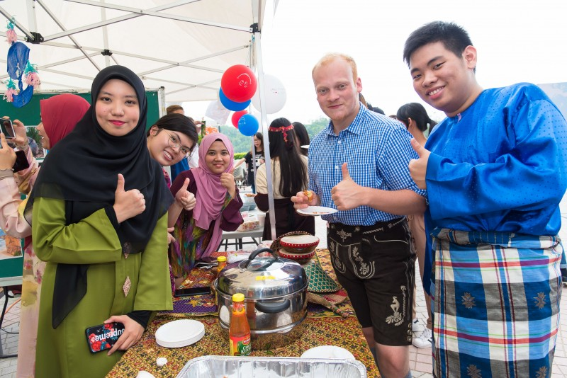 学生在国际化的氛围下认识和欣赏彼此的文化。