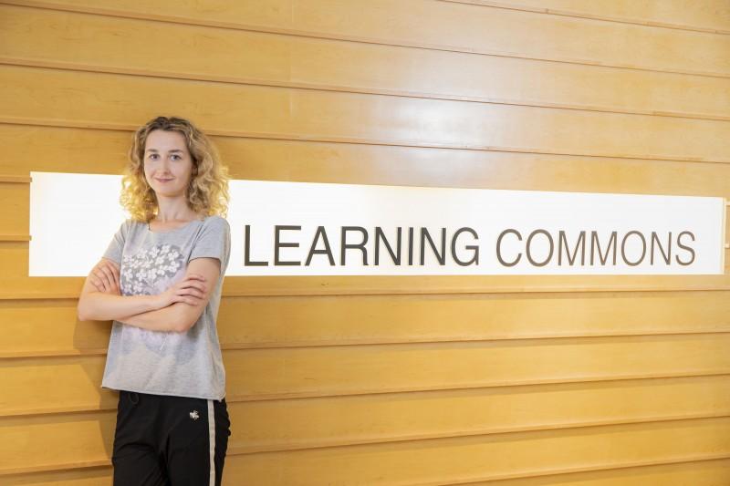 教学大楼内设有演讲厅、课室、实验室、资源中心及计算机室等教学设施供学生使用。