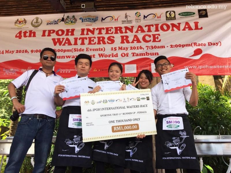 诚信学院学生第二度在国际待应生托盘比赛中获胜。