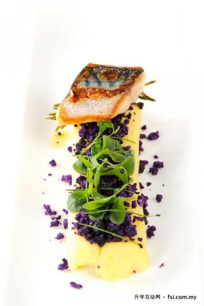 """""""分子料理""""颠复了传统的厨艺,在烹饪界中引领创新。"""