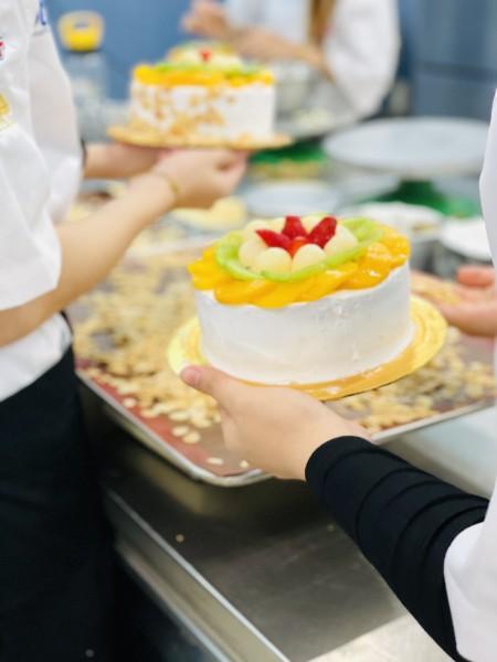 第一次自己成功做蛋糕并装饰 成就感爆满!