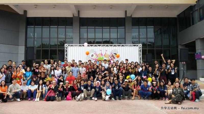 来自多个国家的学生踊跃参与嘉大国际文化节,展现多元文化的热情。