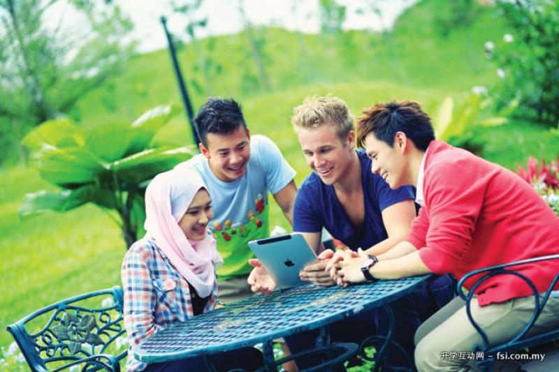 NTU是一个多元文化与生活方式的大熔炉。 学生通过与讲师及同学的交流互动, 融洽相处, 相互影响, 让学生终身受用不尽。