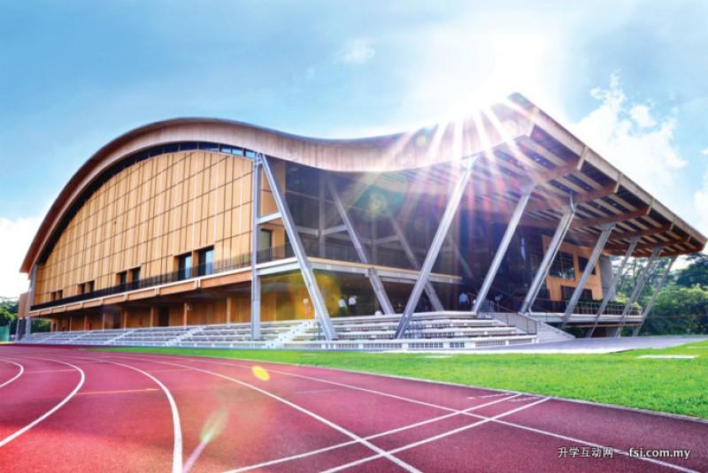 """NTU的崭新环保体育馆, 因其波浪形的屋顶而被命名为""""波浪体育馆"""" (The Wave)。"""