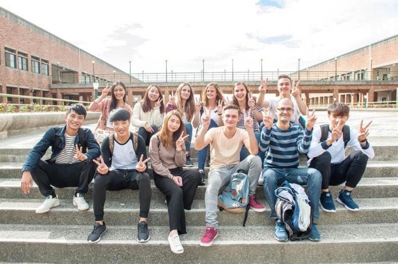来自世界各地的学生,一起学习,共同成长。