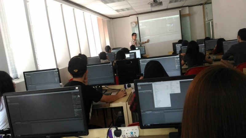 Multimedia class happening in the computer lab