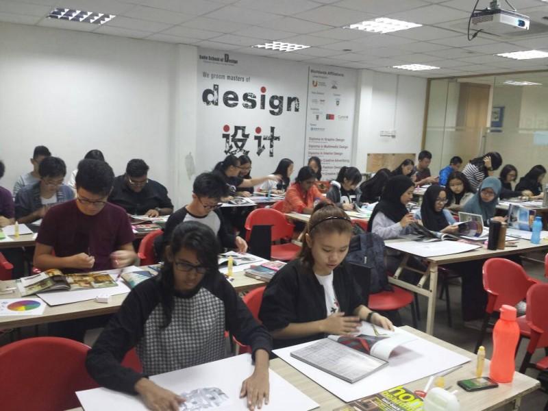 Classes happening at Saito University College