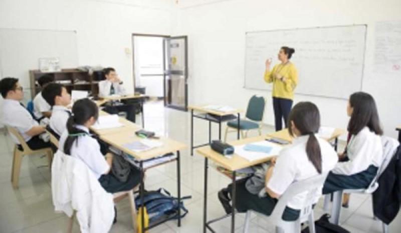 来自国际的老师们在小班制的教学理念下,与学生亲切互动,让学生们轻松上课,增加吸收力。