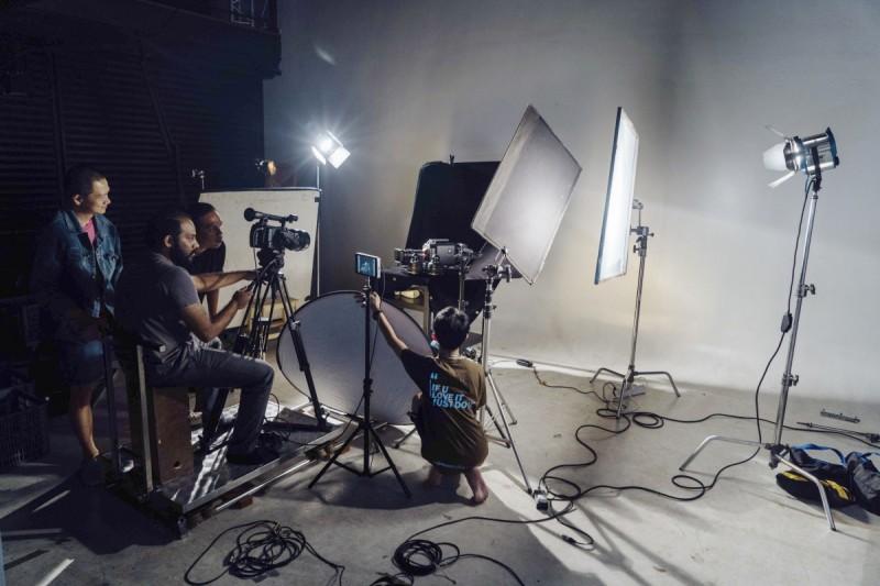 全南马区域唯一一家设有双层摄影棚的学院,让学生们以业界设备水准的摄影器材练习和上课,带给学生们顶尖专业的上课体验