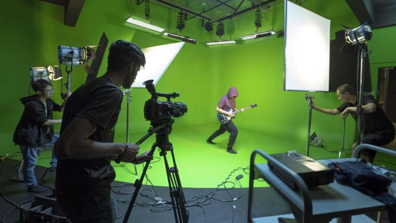 360全景绿屏摄影棚,学生们拍摄和制作后期特效必备的设备
