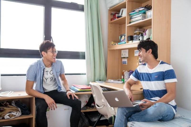 透过大学宿舍生活认识来自全球的学生,体验丰富的大学生活。