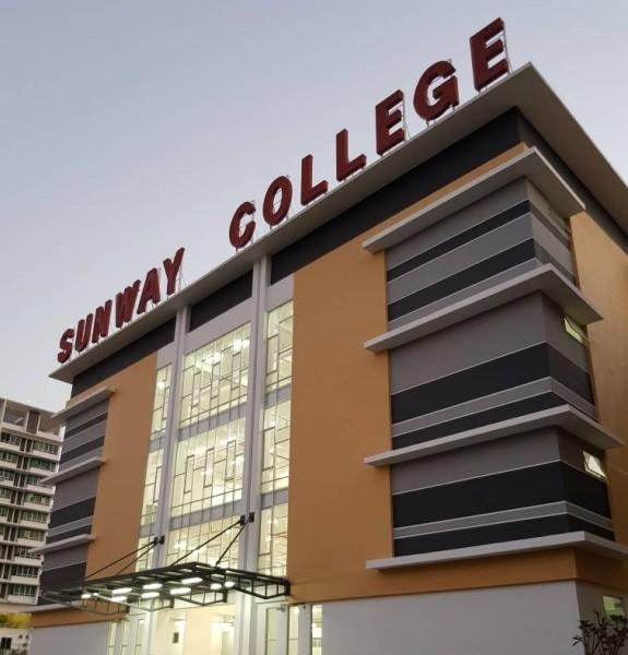 为了应付学生人数的需求,学院增建了设备完善的学术大楼。