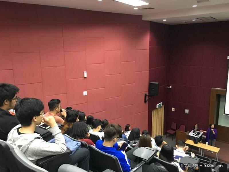 新山双威学院与各大学维持紧密的联系,并经常为学生举办升学讲座。