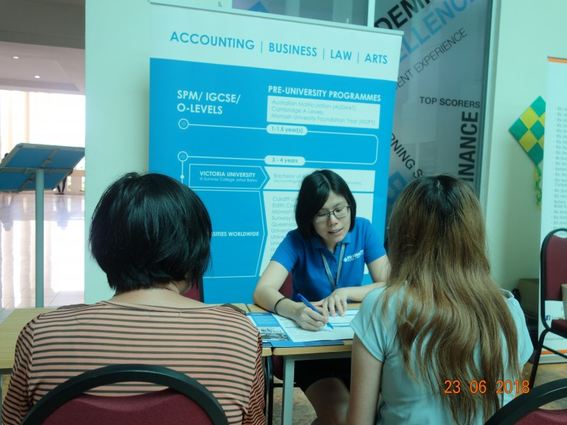 新山双威学院每年都会举办教育展,让学生获得第一手的升学资讯。