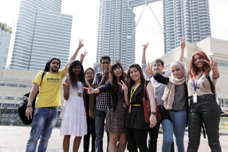 立肯学院是一所临近吉隆坡双峰塔的城市学院 。学生来自世界各地的41个国家,营造多元化的学习环境。