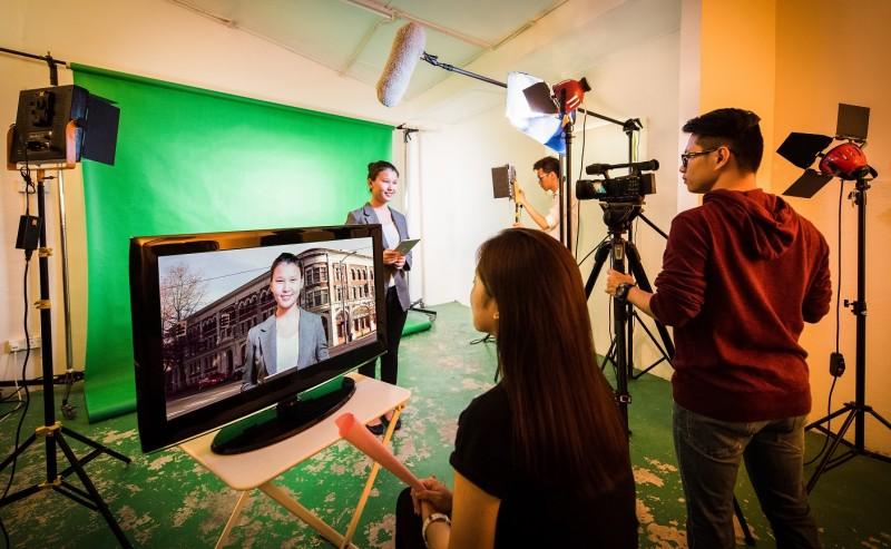 电视与电影制作课程专业,学生除了掌握技术,也在学术上不断精进。