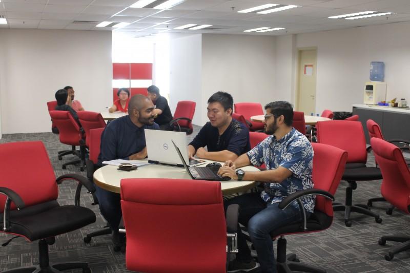 万达大学学院坚信,研究可以促进学术卓越。 研究发现,阐明和评估新知识,思想和技术。这些知识,思想和技术对于推动我们的学术人员在相关和现代课程基础上提供优秀的学生教育和培训是至关重要。 根据马来西亚促进大学研发的国家政策,CERI于2017年创办,旨在通过研究和创新来发展,传播,保存和发展知识,以促进,补充和为研究生提供支持和服务,以解决社会的问题和需要。我们目前的研究领域包括马来西亚不平衡劳动力市场;种族和社会阶层;设计管理;人工智能;自动化;电力和可再生能源;通信工程;互联网技术和人机交互;商业分析;社交媒体;互动媒体;关键 文化学习。